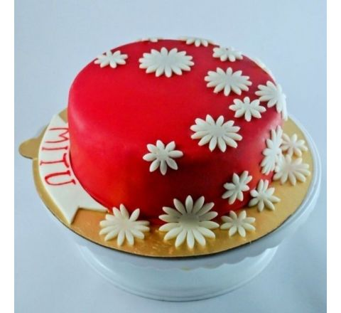Red Cover With White Daisies Cake